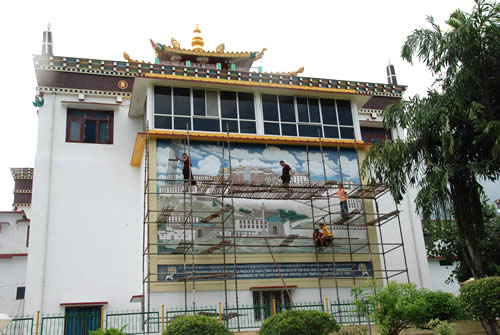 The large mural depicting the great Potala Palace on the back of the main monastery is under complete renovation to restore it to its orginal beauty