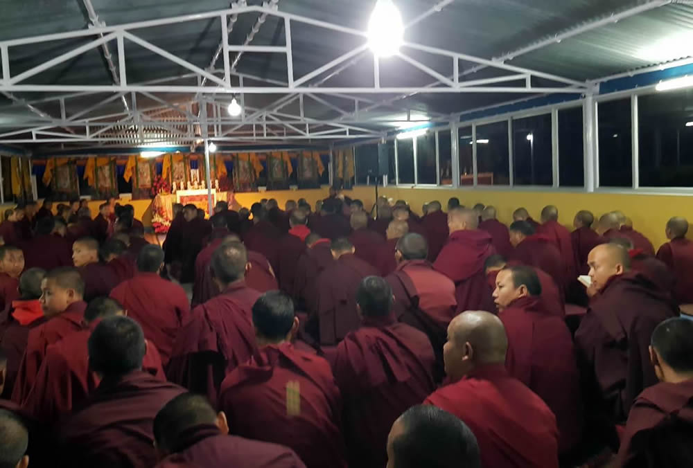 Monks and nuns gather for a teaching by Venerable Dagpo Rinpoche