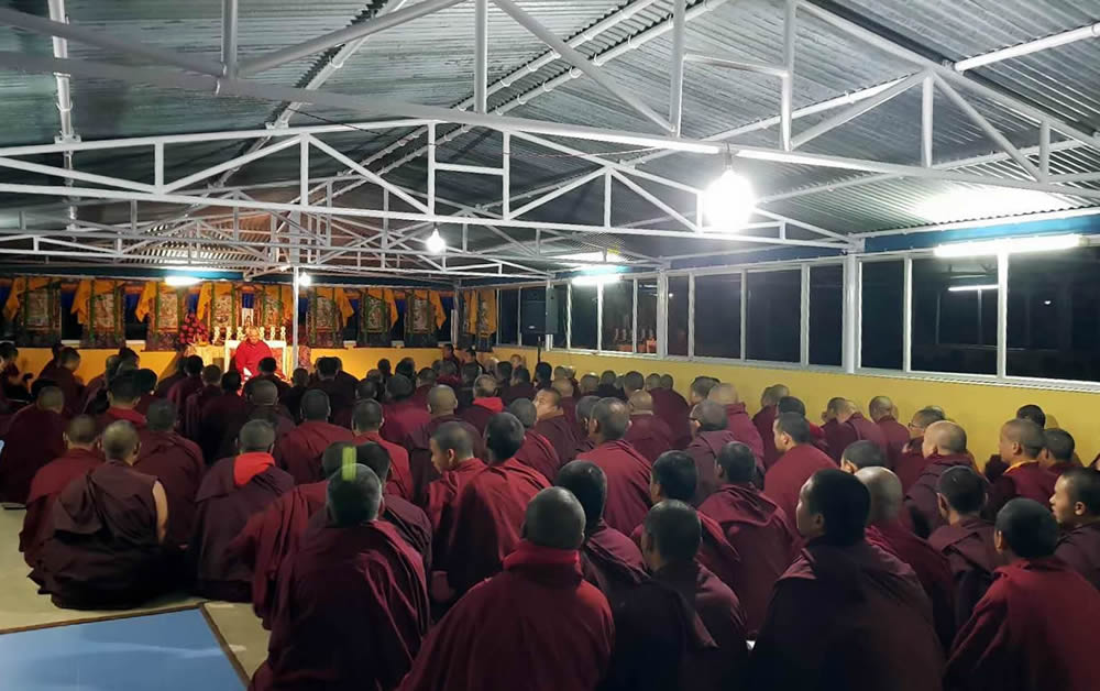 Venerable Dagpo Rinpoche teaching the monks and nuns of Mindrolling