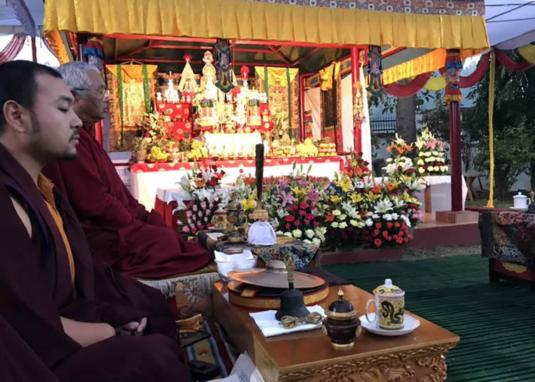 Venerable Dagpo Rinpoche and Umdze Venerable Choktrul Jigdral Ngawang Kunga Rinpoche lead the practice of the Minling Dorsem