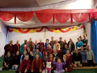 Jetsün Dechen Paldrön, Kunda Britton Bosarge, Dungse Rinpoche and Jetsün Rinpoche gather for a photo with members of Western sangha