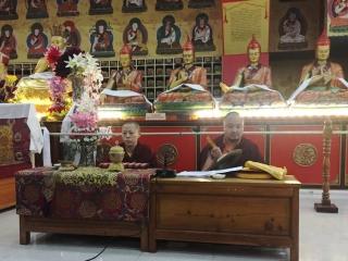 Umdze Venerable Sonam Topgyal la and Anila Tsultrim Dechen leada session of group practice
