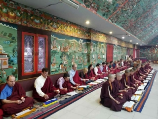 Nuns of Samten Tse and members of the Western sangha during the  Thugje Chenpo Drubchen at Mindrolling