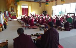 Mindrolling monks lead students in a practice